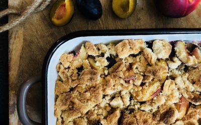 Kruszonka bezglutenowa i owoce pieczone w brytfannie emaliowanej.