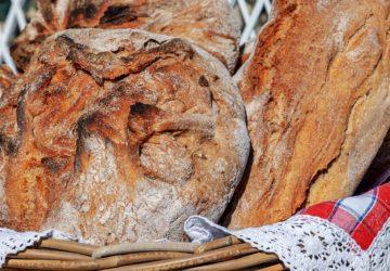 Chleb z gara w garnku żeliwnym