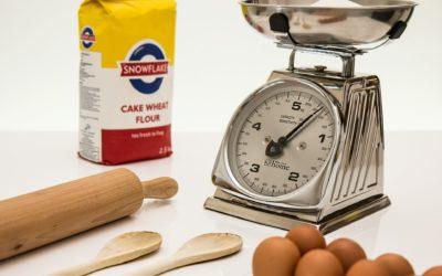 Kuchenna ściąga – ile waży szklanka mąki?